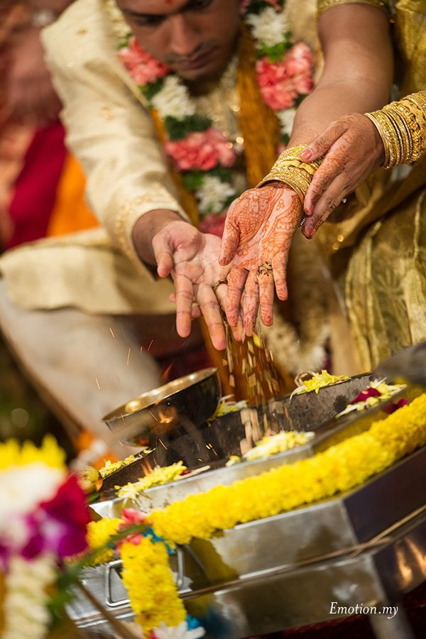hindu-indian-wedding-ceremony-malaysia-groom-bride-fire