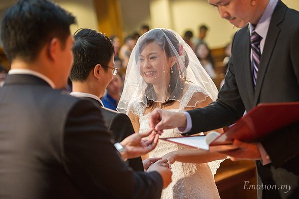 christian-wedding-ceremony-exchange-rings-malaysia