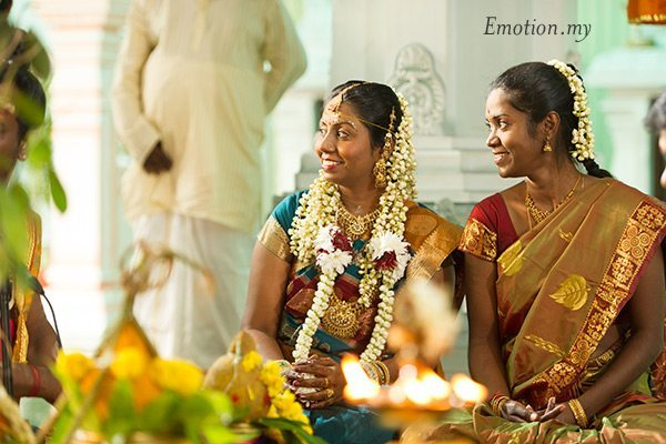 indian-hindu-wedding-malaysia-bride-bridesmaid