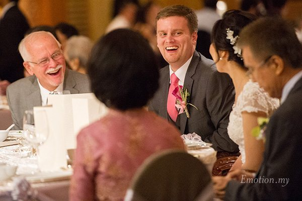 shangrila-hotel-wedding-reception-groom-smiling-emotion-in-pictures-andy-lim