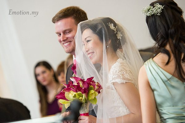 st-andrew-church-wedding-bride-smiling-emotion-in-pictures-andy-lim