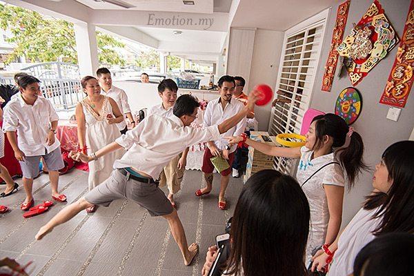 kuala-lumpur-chinese-wedding-games-pick-up-the-bride