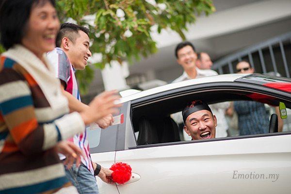 kuala-lumpur-chinese-wedding-open-car-door