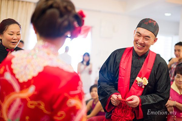 malaysia-chinese-wedding-tea-ceremony-groom