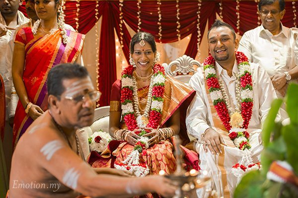 hindu-telugu-wedding-bride-groom-laughing