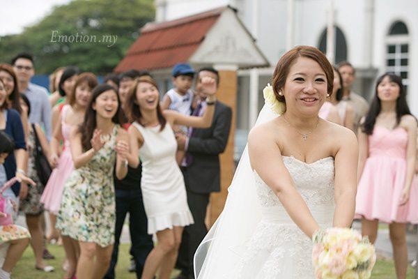 church-wedding-bouquet-toss