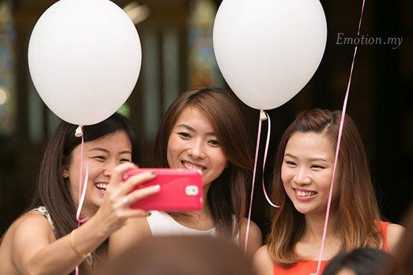 church-wedding-selfie-balloon