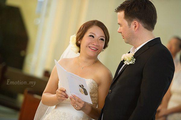 church-wedding-st-peter-melaka-bride-looks-at-groom