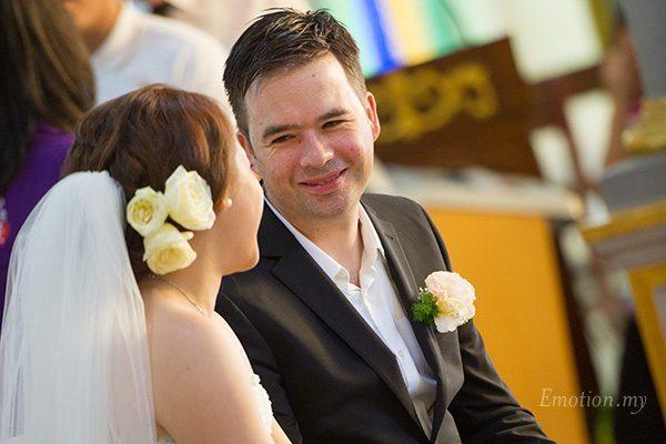 church-wedding-st-peter-melaka-groom-looks-at-bride