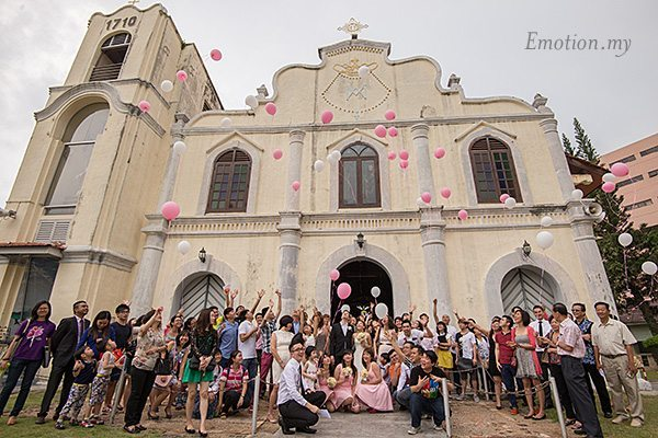 church-wedding-st-peter-melaka-release-balloons