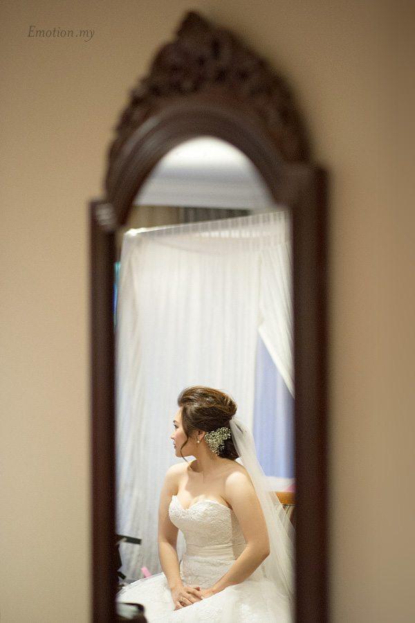 bride-in-mirror-cyberview-lodge-kelvin-yee-leng