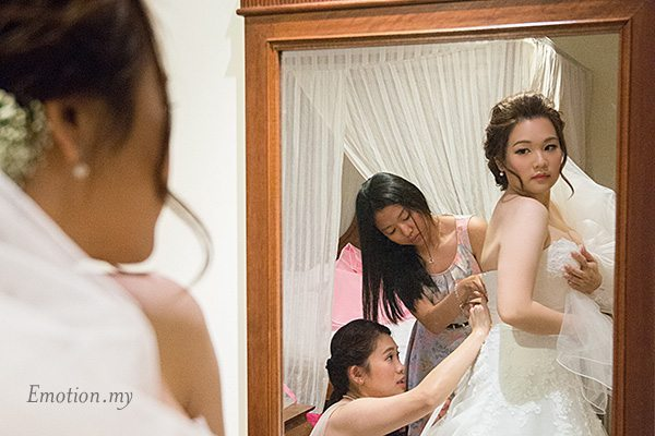 bride-wearing-gown-cyberview-lodge-kelvin-yee-leng