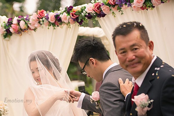 father-gives-away-daughter-garden-ceremony-cyberview-lodge-kelvin-yee-leng