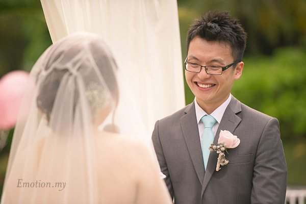 groom-smiles-garden-ceremony-cyberview-lodge-kelvin-yee-leng