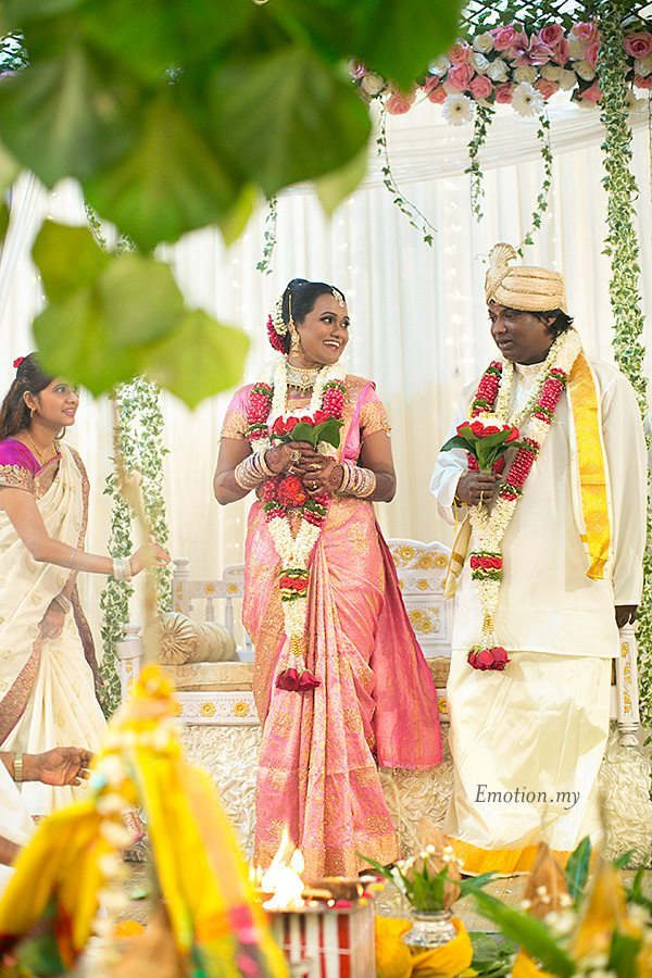 hindu-wedding-klang-malaysia-siva-rajes-bride-meets-groom