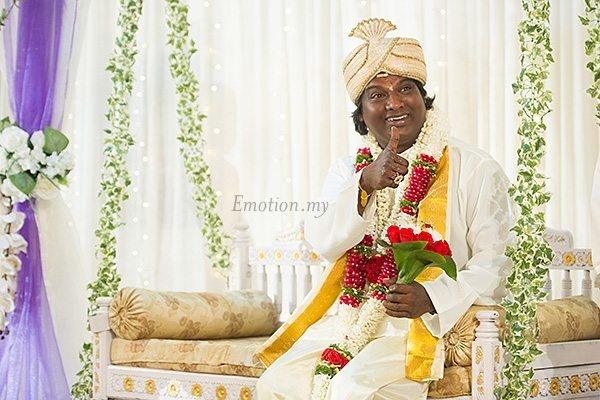 hindu-wedding-klang-malaysia-siva-rajes-groom-thumbs-up