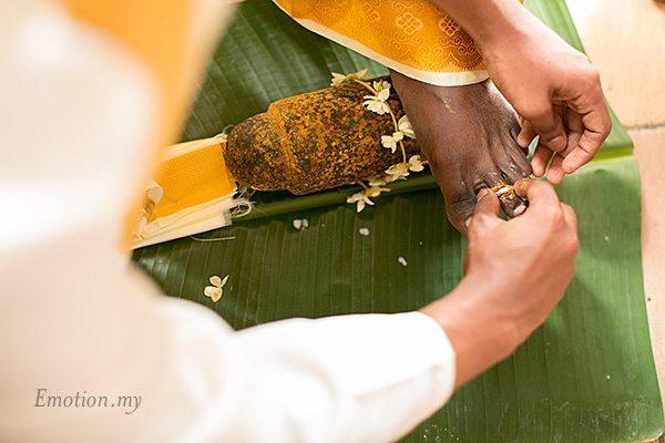 hindu-wedding-klang-malaysia-siva-rajes-toe-ring-groom