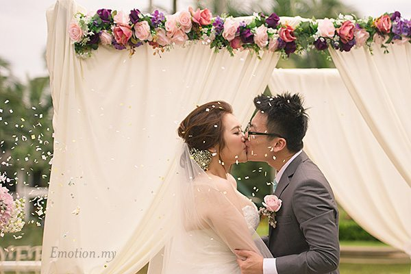 kiss-garden-ceremony-cyberview-lodge-kelvin-yee-leng