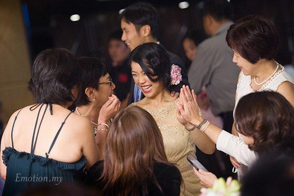 reception-bride-high-five
