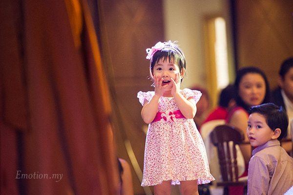 reception-little-girl-awe