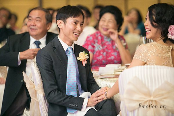 wedding-reception-groom-looks-at-bride-wenyi-genlin