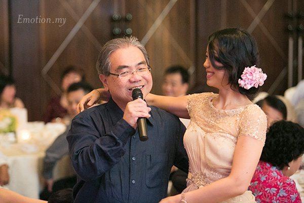 wedding-reception-wenyi-genlin-uncle-singing