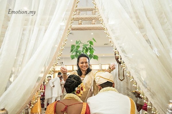 ceylonese-wedding-ceremony-bride-blessings