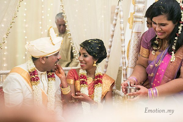 ceylonese-wedding-ceremony-bride-feeding