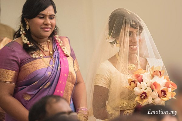ceylonese-wedding-ceremony-bride-procession