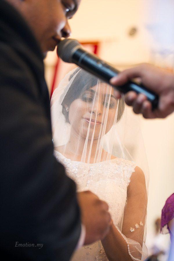 church-wedding-jesus-caritas-ring-exchange-nigel-karina