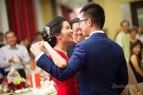 first-dance-wedding-kuala-lumpur-malaysia-cher-han-kesh