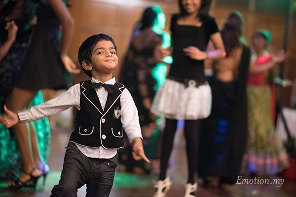 indian-wedding-reception-dancing-boy