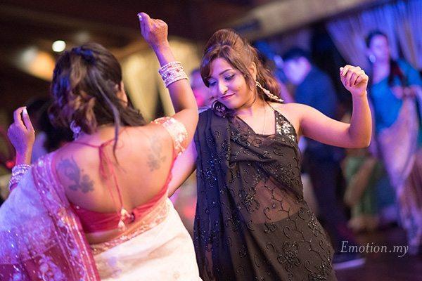 indian-wedding-reception-dancing-women
