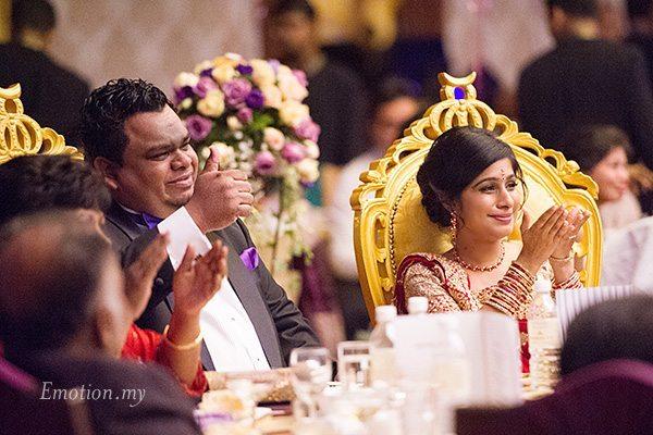 wedding-reception-malaysia-groom-thumbs-up-nigel-karina