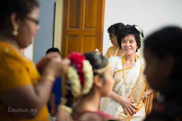 hindu-wedding-kuala-lumpur-bride-mother-vimal-vimala