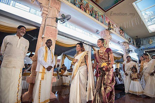 hindu-wedding-sri-sakthi-easwary-kuala-lumpur-bride-arrival-vimal-vimala