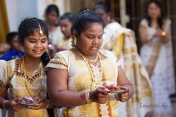hindu-wedding-sri-sakthi-easwary-kuala-lumpur-flower-girls-procession