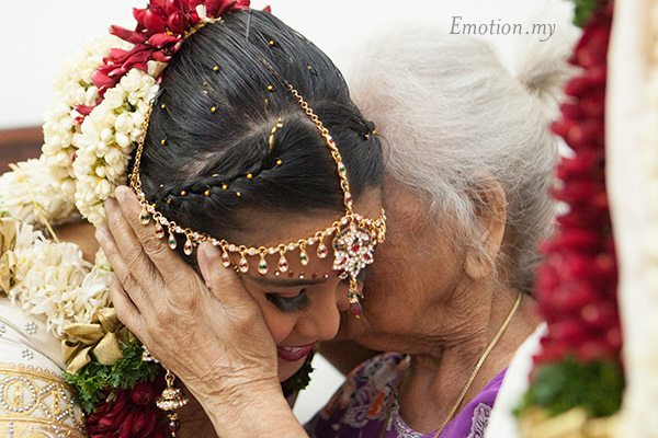 hindu-wedding-sri-sakthi-easwary-kuala-lumpur-grandmother-blessings