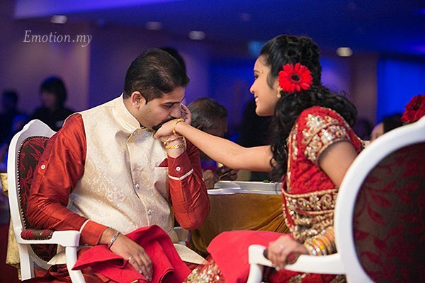 wedding-reception-photography-kuala-lumpur-groom-kisses-bride-hands-vimal-vimala