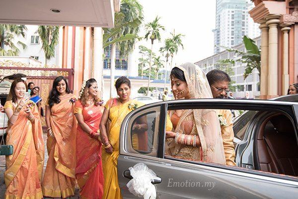 hindu-wedding-bride-arrival-kuala-lumpur-malaysia-kris-tharshini