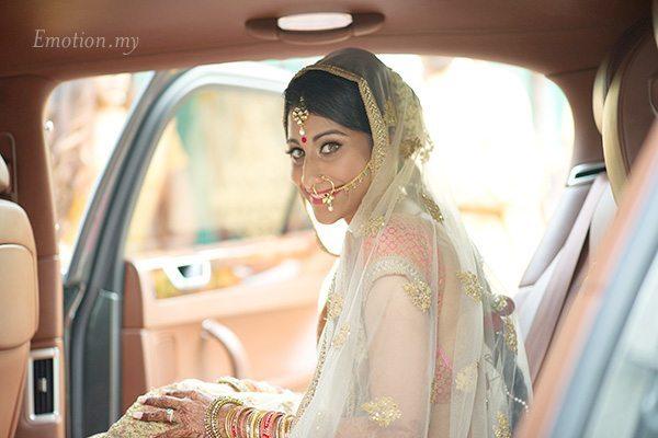 hindu-wedding-bride-car-kuala-lumpur-malaysia-kris-tharshini