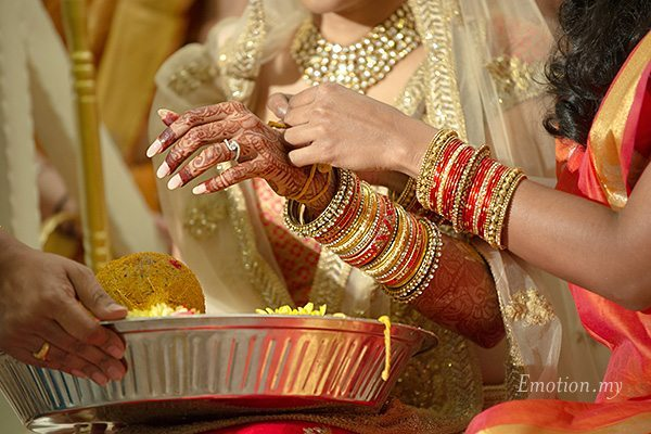 hindu-wedding-ceremony-bride-saffron-string-kuala-lumpur-malaysia-kris-tharshini