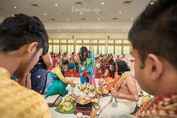 hindu-wedding-ceremony-kuala-lumpur-malaysia-kris-tharshini