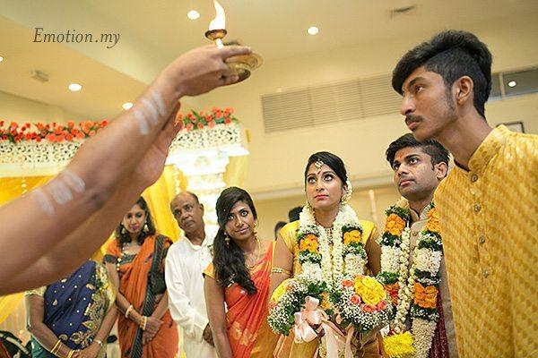 hindu-wedding-ceremony-priest-lamp-kuala-lumpur-malaysia-kris-tharshini