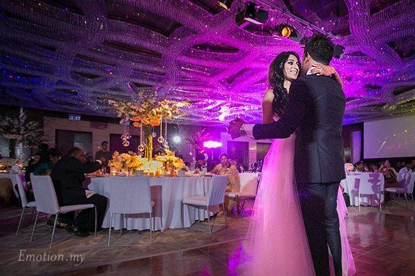 wedding-reception-first-dance-grand-hyatt-kuala-lumpur-kris-tharshini