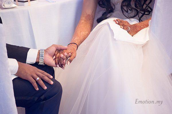 wedding-reception-holding-hands-grand-hyatt-kuala-lumpur-kris-tharshini