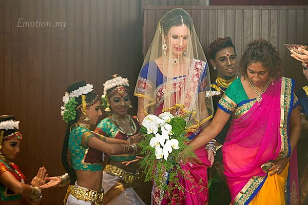 ceylonese-wedding-kuala-lumpur-australian-bride-arriving