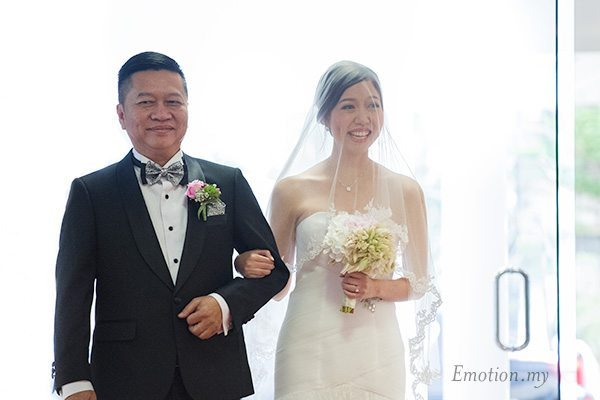 christian-wedding-bride-march-in-with-dad-edward-tze-teng