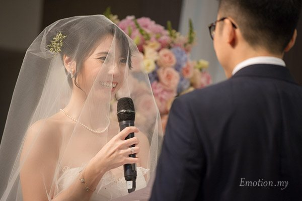 christian-wedding-ceremony-vows-malaysia-james-suyin