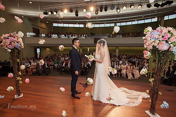 christian-wedding-exchange-vows-malaysia-james-suyin